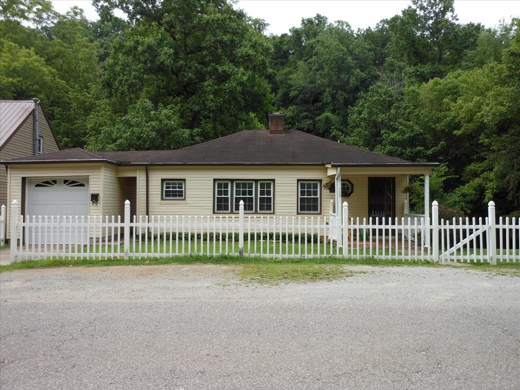 Photo of 923 Woodward Drive  Charleston  WV