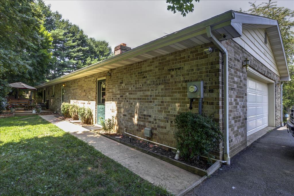 1638 Woodbine Road, Fawn Grove, PA 17321
