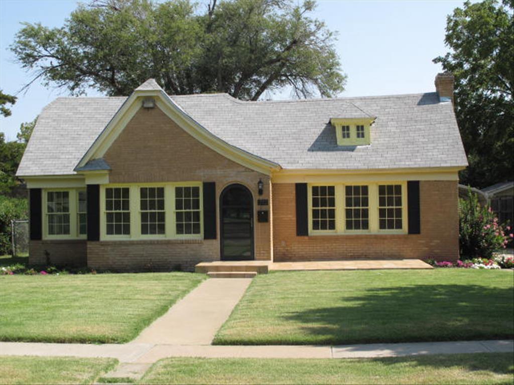 Photo of 1702 Julian Blvd  Amarillo  TX