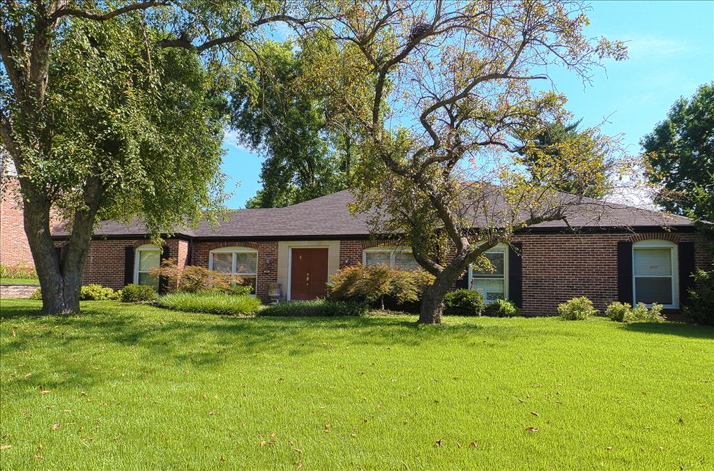 Photo of 102 High Valley DR  Chesterfield  MO