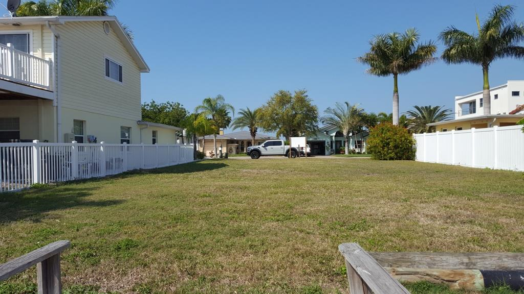 109 Wall St, Redington Shores, FL 33708