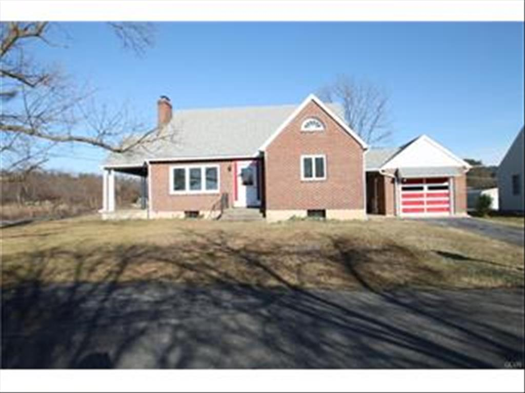 1121 Fairyland Rd, Lehighton, PA 18235