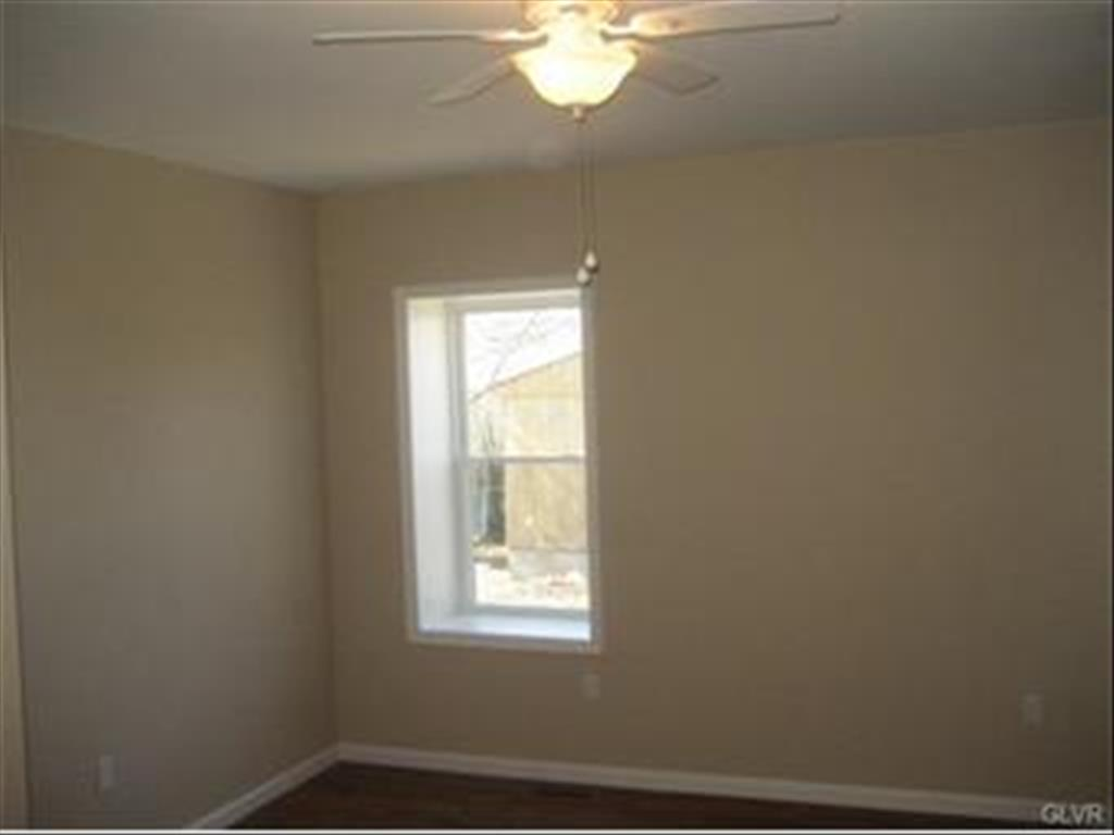 228 Main St, Hellertown, PA 18055