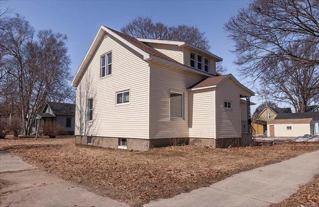 625 Park St, Marinette, WI, 54143 is for sale - $79,900