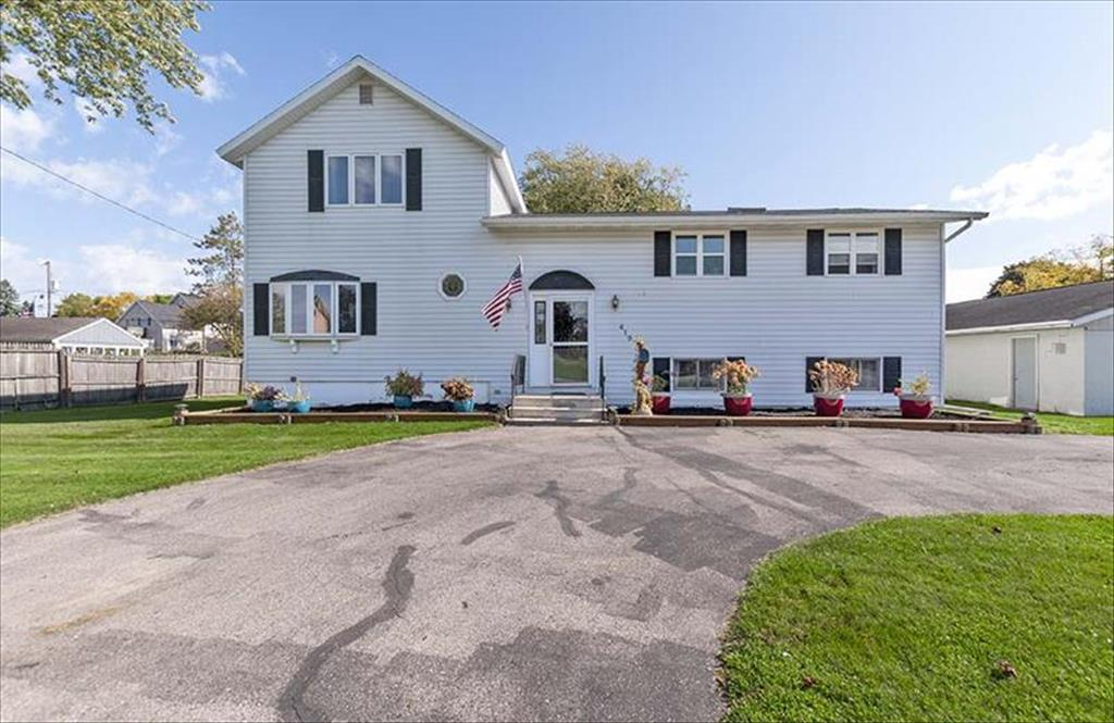 419 Baxter St, Marinette, WI, 54143 is for sale - $154,900