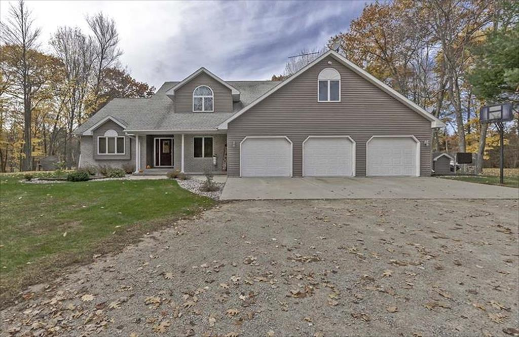 N3821 River Dr, Wallace, MI, 49893 is for sale - $499,000