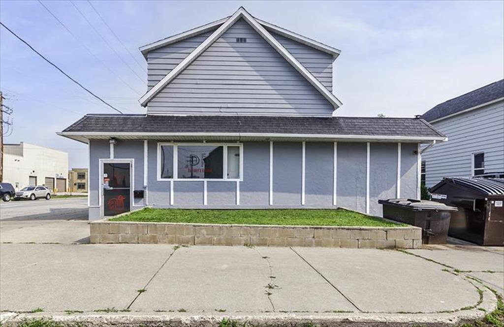 1704 13th St, Menominee, MI, 49858 is for sale - $179,900