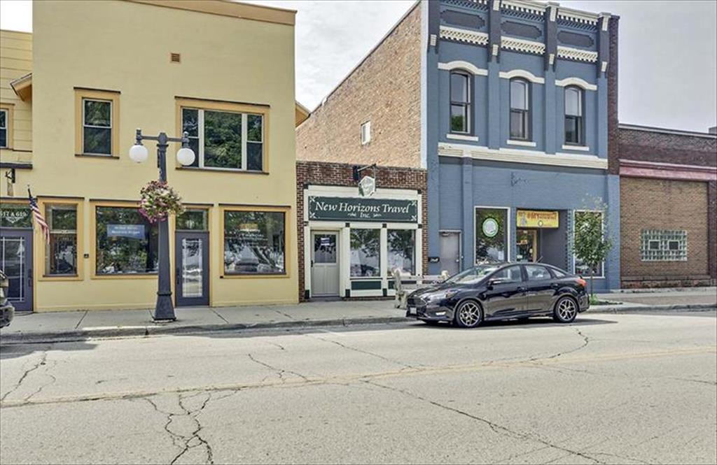 623 1st St, Menominee, MI, 49858 is for sale - $99,900