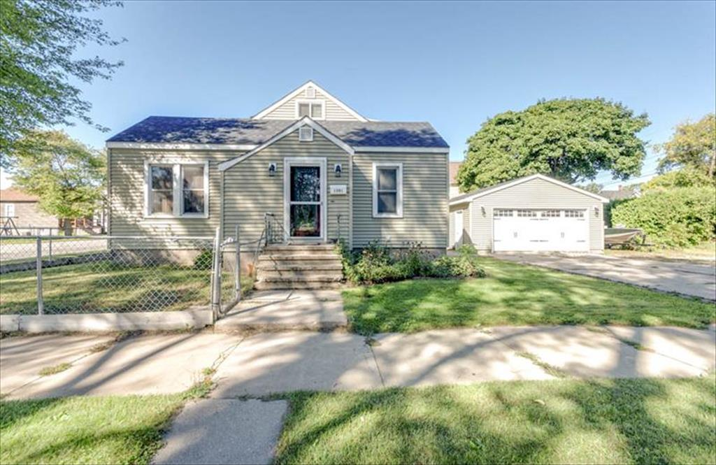 1501 11th St, Menominee, MI, 49858 is for sale - $124,900