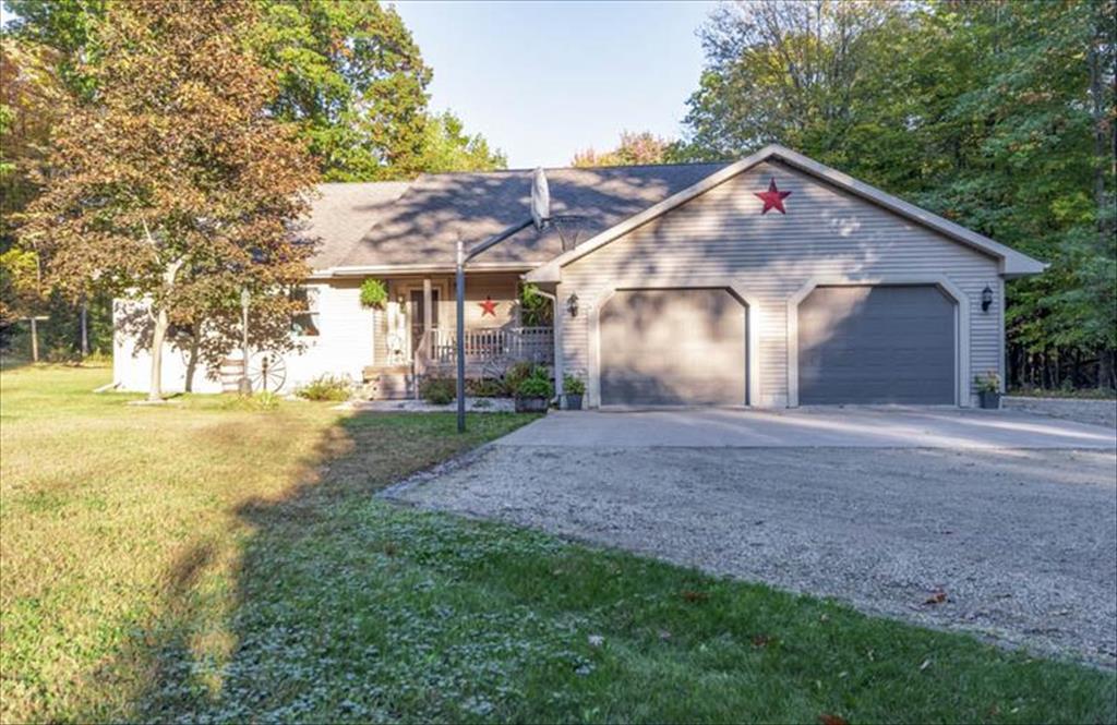 N1960 River Dr, Menominee, MI, 49858 is for sale - $389,900